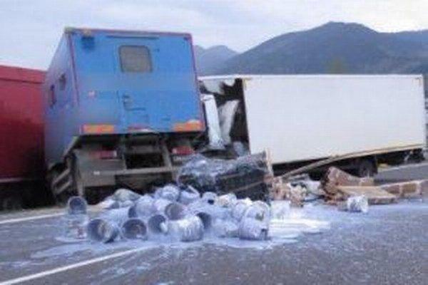 Včera o 17.hodine došlo na ceste prvej triedy (I/18) v katastri obce Strečno k vážnej dopravnej nehode.