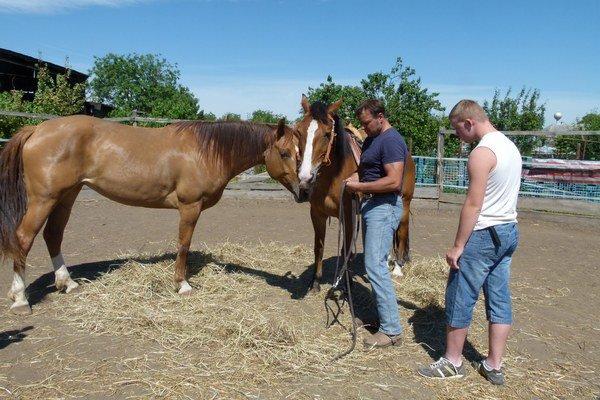 Parawesternové preteky v Nýrovciach kvôli možnej nákaze koní zrušili.