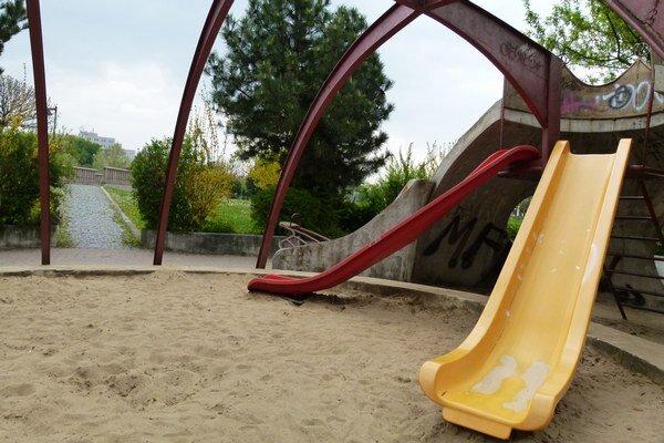 O sledovanie pieskovísk hygienikmi má dlhodobo záujem iba mesto Levice.