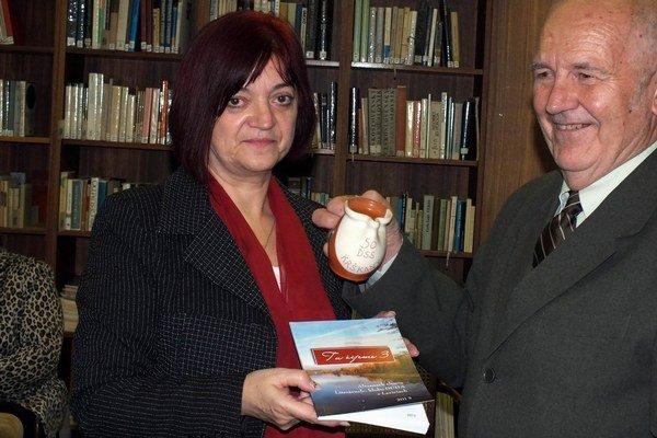 M. Nemčeková a J. Burjaniv pokrstili almanach.