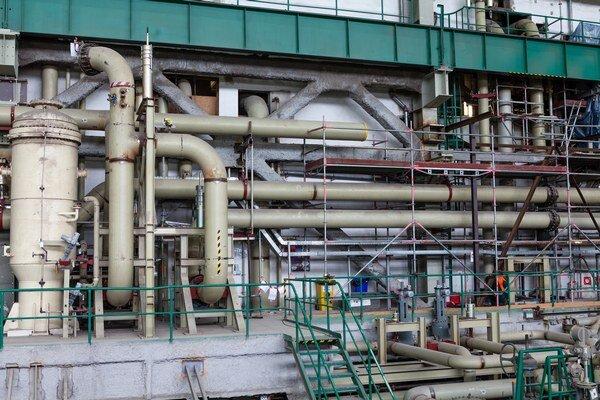Nádoby a potrubie dostavovaného tretieho bloku Atómovej elektrárne Mochovce.