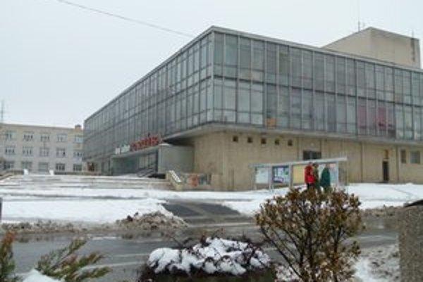 Pred rokom vo februári začali Družbu opúšťať nájomníci a kultúrne stredisko.