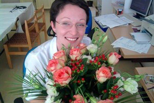 Mladej lekárke sa v Leviciach páči, pracovný tím v slovenskej nemocnici si pochvaľuje.