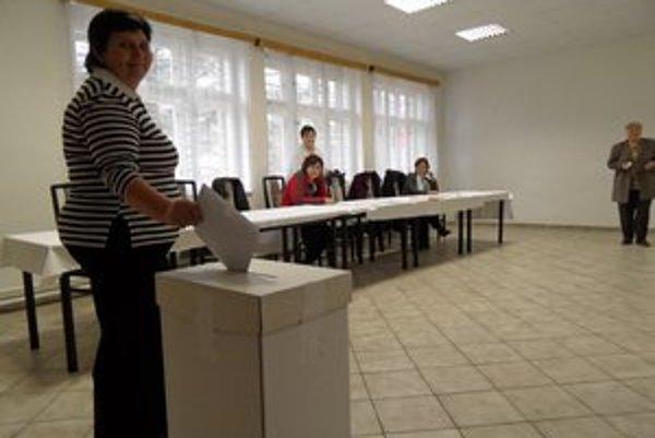 Jedna z troch volebných miestností bola v časti Majere.