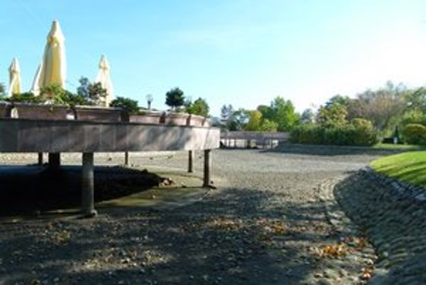 Na čistenia jazierka v mestskom parku nemuseli prvý raz použiť chlór.