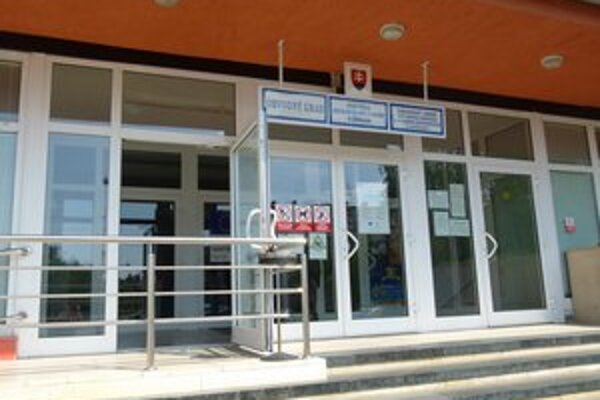 Levický úrad práce už eviduje približne 10-tisíc nezamestnaných.