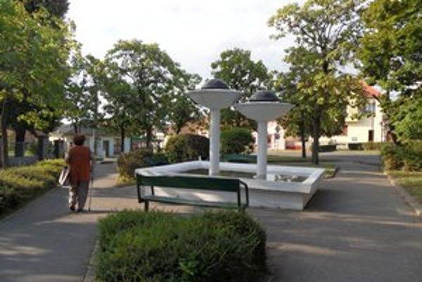 Fontána v Pukanci sa dočkala znovuoživenia vďaka zanietenému Pukančanovi.