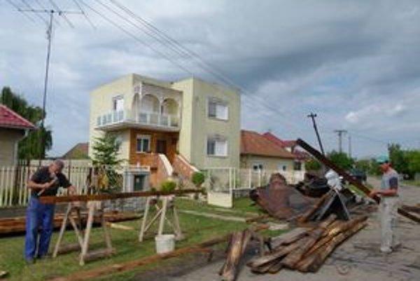 Medzi najväčšie prírodné katastrofy minulého roka patrila veterná smršť, ktorá v noci 18. júla napáchala obrovské škody na majetku Veľkoludinčanov.