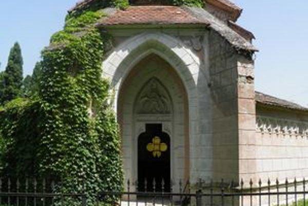 Mauzóleum Esterházyovcov chce mesto Želiezovce obnoviť.