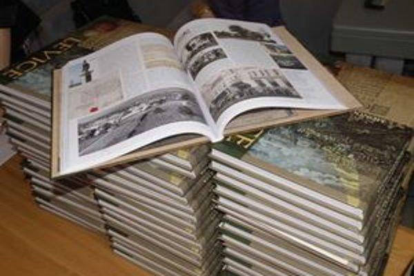Publikácia Levíc má 256 strán na ktorých je zaznamenaná história.