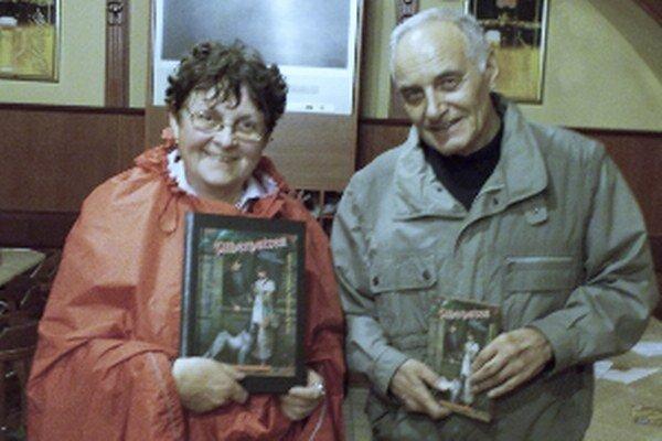 Gertraut Schulzová so spisovateľom Pavlom Vilikovským v Bratislave roku 2011.