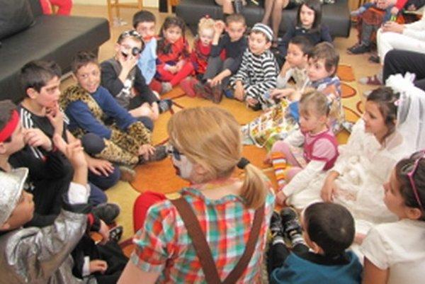 Pre deti organizujú hry, súťaže a letné tábory.