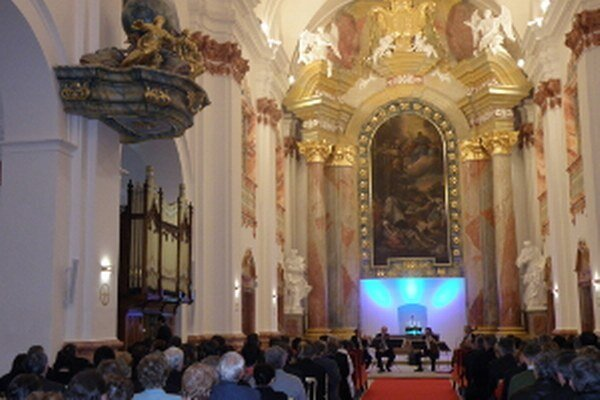 Interiér jezuitského kostola v Skalici.
