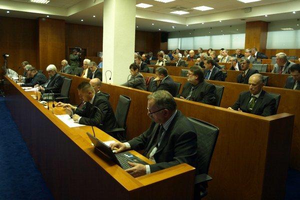 O tom, kto zasadne do poslaneckých lavíc i do kresla predsedu rozhodnú voliči už 9. novembra.