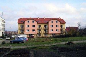 Mestský dom s nájomnými bytmi na Ulici Záhumenice v Gbeloch.
