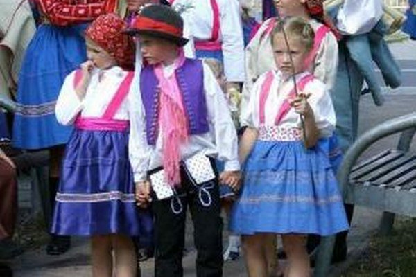 Deti na tradičnom podujatí Bez chleba hody.