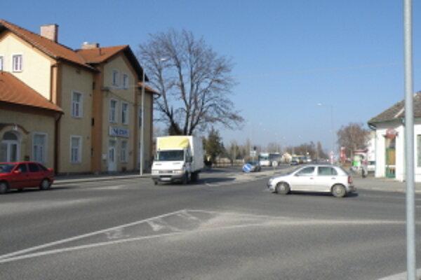 Časť Nádražnej ulice súbežne so železnicou ponesie názov Železničná.