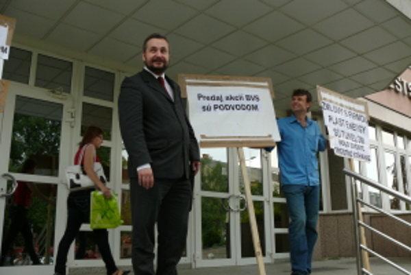 Minuloročný protest proti predaju senických akcií BVS. Vec je na súde.