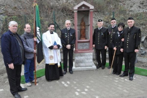 Odhalenie a požehnanie kaplnky sv. Barbory, patrónky baníkov, v Marianke - Panskom lese.