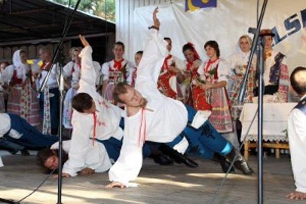 Folklórny súbor Gbelan býva pravidelným účastníkom podujatia Gbelská paráda.