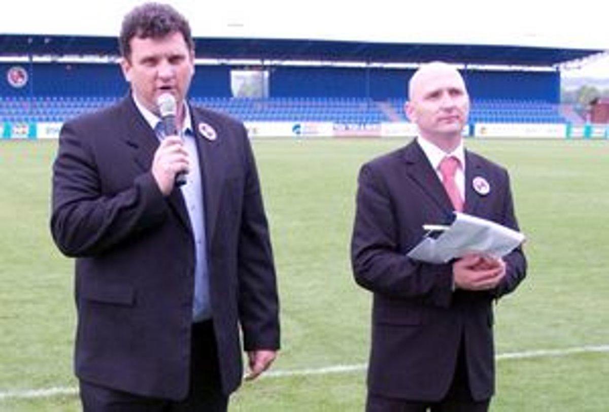 324b01c857 Prítomných privítali prezident FK Senica Viktor Blažek (vľavo) a hovorca  klubu Marek Svátek.