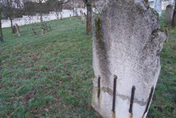 Židovský cintorín v Sobotišti je v zachovalom stave.
