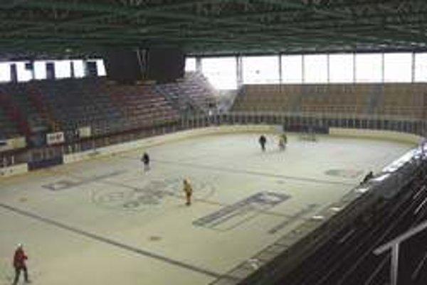 Zimný štadión Skalici nestačí, buduje aj tréningovú halu.