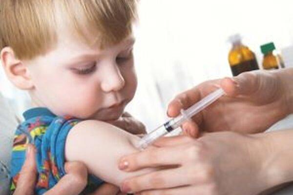 Očkovanie má svojich oponentov i stúpencov.