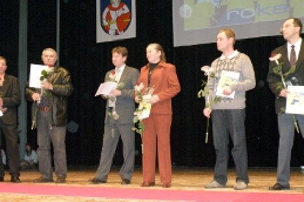 Najlepší tréneri v Senici pre rok 2009. Zľava Pszota, Lalák, Mihalka, Kubovičová, Lazorčák, Rehuš.