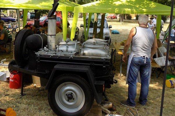 Fotogalériu si pozrite v článku http://novezamky.sme.sk/c/7931927/fotogaleria-novozamocka-sutaz-vo-vareni-gulasa.html