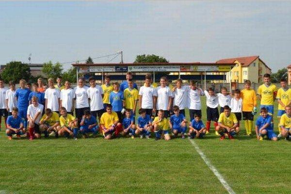 Spoločná fotografia všetkých účastníkov turnaja o Úľanský pohár po vyhlásení výsledkov.