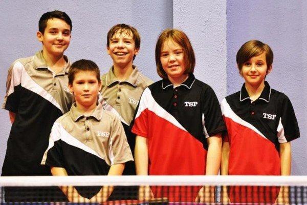 Družstvo mladších žiakov ažiačok TTC Interspead Nové Zámky, ktoré si vybojovalo účasť na M-SR.