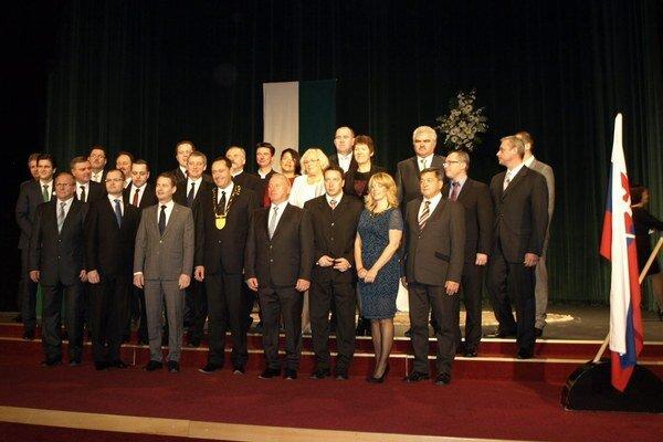 Novozvolený primátor a poslanci sa ujali funkcií. Po slávnostnej časti nasledovalo prvé pracovné rokovanie.