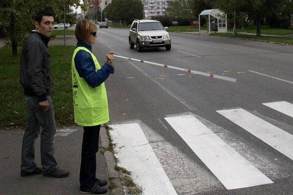 Takto vyzerá signalizácia chodca, ktorý chce prejsť.