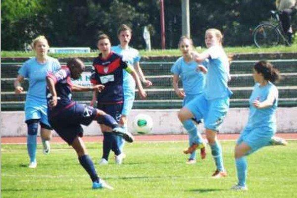 Táto strela Olgy Tshepiso Mocabane v bráne Slovana neskončila. Union však Slovenský pohár získal po penaltovom rozstrele.
