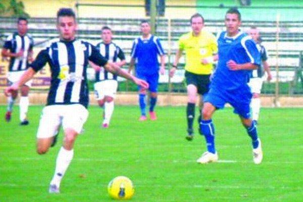 Fotka je z predchádzajúceho zápasu týchto súperov, ktorý sa hral v Nových Zámkoch.