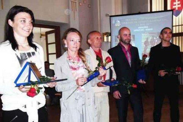 Prvá zľava futbalistka FC Union Nové Zámky Hana Korytárová - ocenená v kategórii jednotlivcov - seniorov.