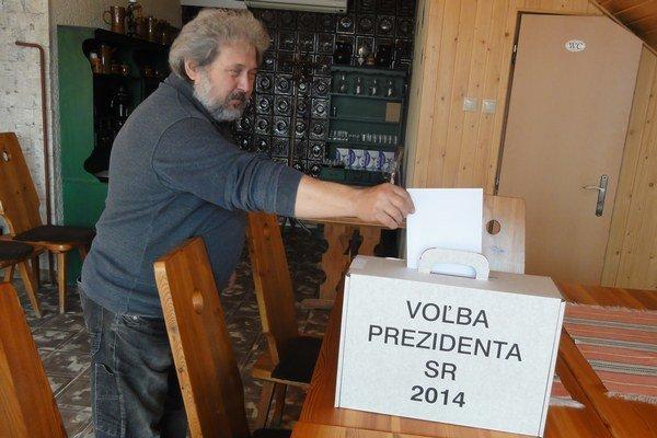 Jeden z prvých voličovv Gúgu.