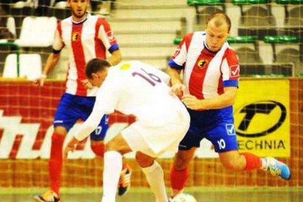 Ani dva góly kanoniera Serbina (10) nepomohli Novozámčanom k zisku čo i len bodu v Púchove.