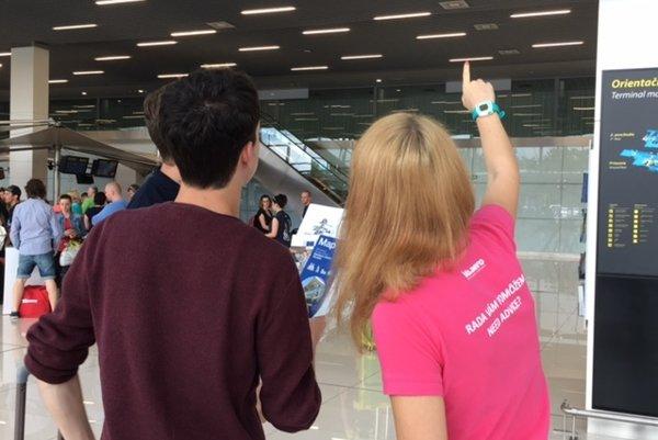 Cestujúcim na bratislavskom letisku pomôžu informátori.