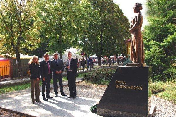 Počas šurianskeho jarmoku si sochu prišli pozrieť aj hostia z Tepličky, kde sú uložené Žofiine telesné pozostatky.