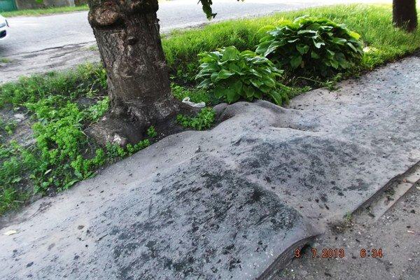 Takto vyzerali chodníky v pôvodnom stave.