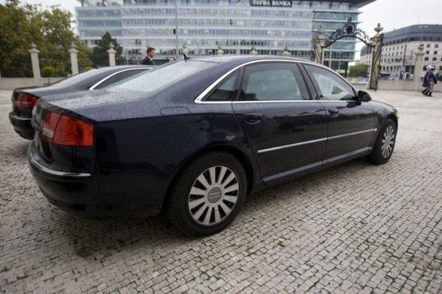 Audi A8 s balistickou ochranou, ktoré patrí Úradu na ochranu ústavných činiteľov.