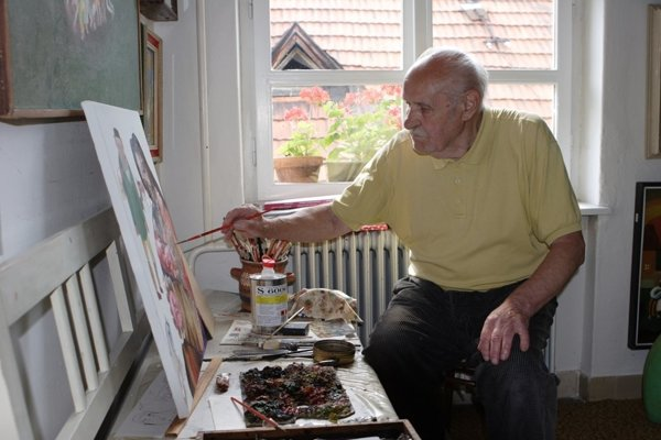 Július Považan doma; v krupinskom ateliéri.