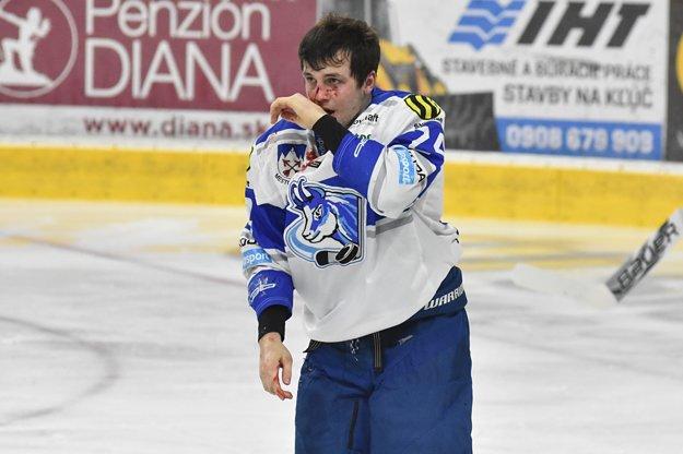 Takto dopadol Popradčan Patrik Števuliak po pästnom súboji s najtrestanejším hráčom súťaže.