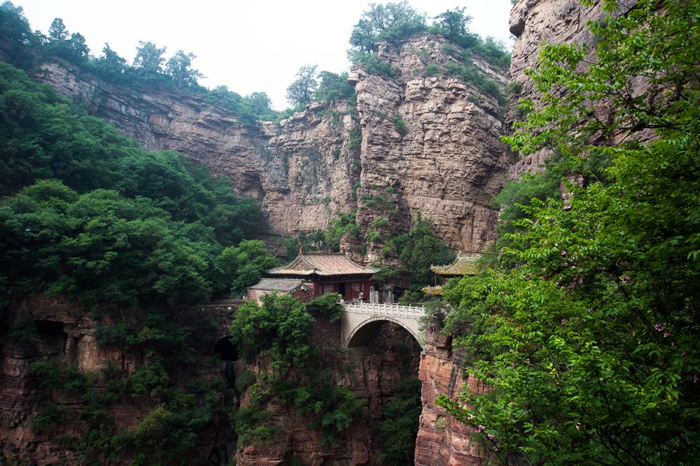 Kláštor v čínskych horách.