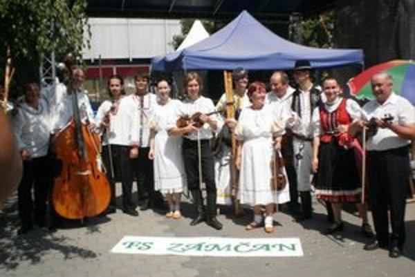 Folklórny súbor Zámčan.