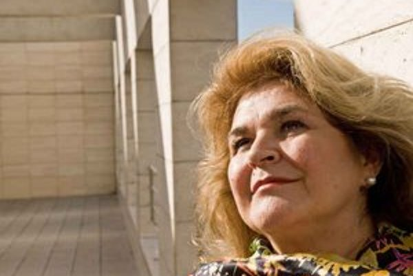 Gabriela Beňačková (1947) bola zaraďovaná medzi najlepšie sopranistky sveta. Po ukončení štúdia na VŠMÚ nastúpila v roku 1970 do Opery Národného divadla v Prahe, neskôr začala vystupovať na mnohých prestížnych scénach, akými sú londýnska Covent Garden, mi