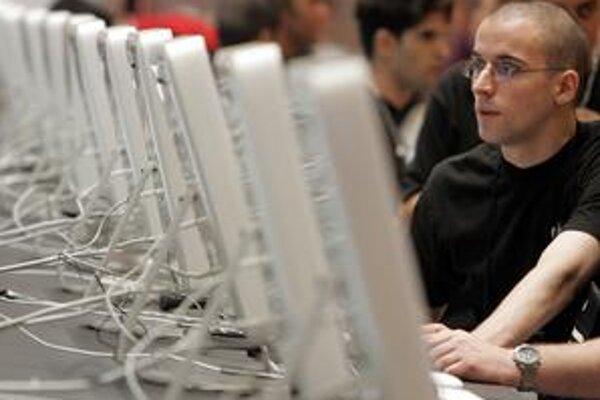 Pokles ponúk pre absolventov sa v podstate nedotkol iba IT-konzultantov