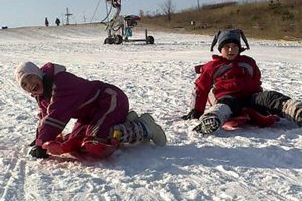 Na snehu sa vyšantili aspoň deti.